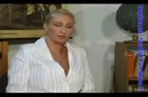 Reifere blonde Frau um die 40 mit prallen Titten wird von jüngerem Mann gefickt
