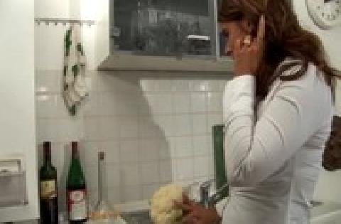 Ihre prallen Titties hüpfen wild beim hemmungslosen Sex in der Küche