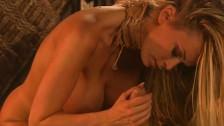 Pornostar Jenna Jameson bläst den dicken Schwanz bis es Ihr in den Mund spritzt