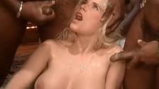 Gina Wild – die bekannte deutsche Pornodarstellerin wird gefickt und vollgespritzt