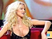 Victoria Silvstedt rutschen im TV ständig die Nippel raus, weil sie keinen BH anhat