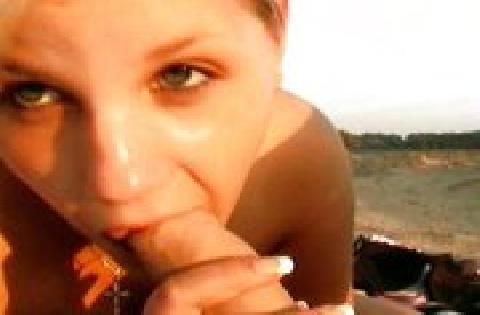 Deutsches blondes Teenagermädchen bläst und fickt am Strand – Privatporno
