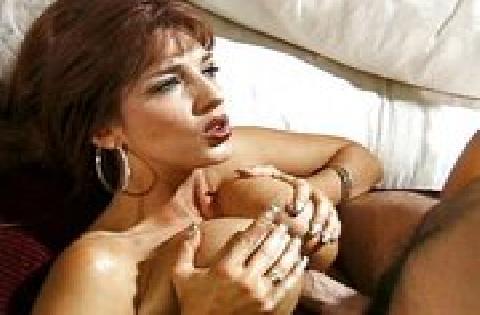 In diesem deutschen Porno kriegt eine vollbusige Lady ihre prallen Titten besamt