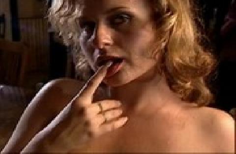 Schlampe mit großen Titten lässt sich in den Mund ficken und dann die Möse poppen
